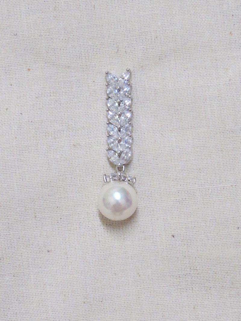 John-Zimmerman-Couture-Earrings-Model-Pearl-Gallery-Image-1