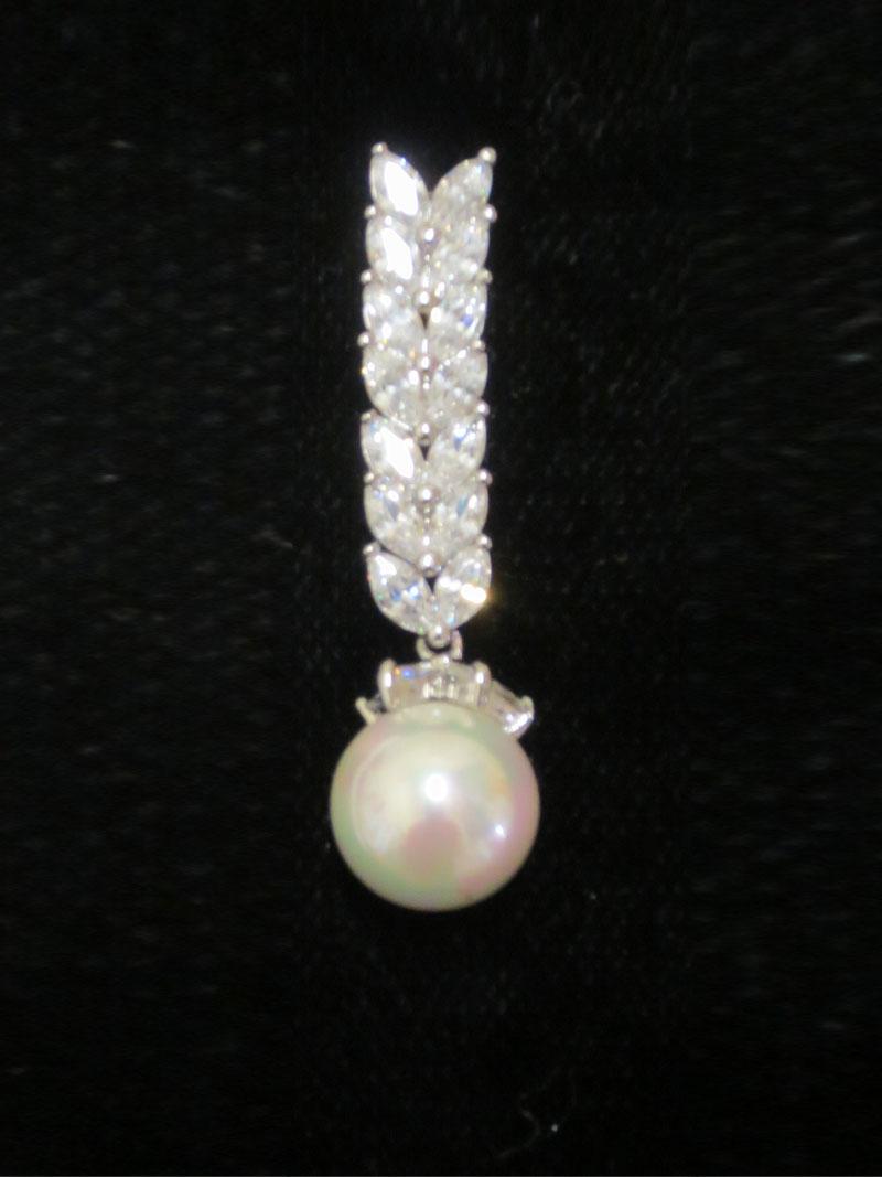 John-Zimmerman-Couture-Earrings-Model-Pearl-Gallery-Image-2