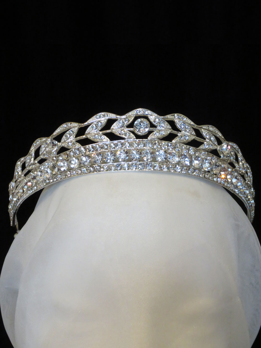 John-Zimmerman-Couture-Headpieces-and-Tiaras-Model-Chic-Gallery-Image-1