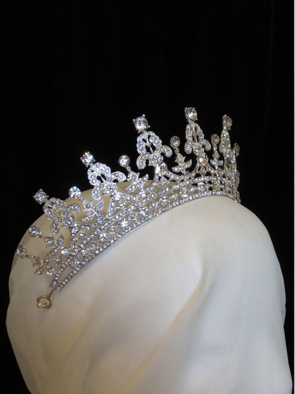 John-Zimmerman-Couture-Headpieces-and-Tiaras-Model-Diamond-Gallery-Image-2
