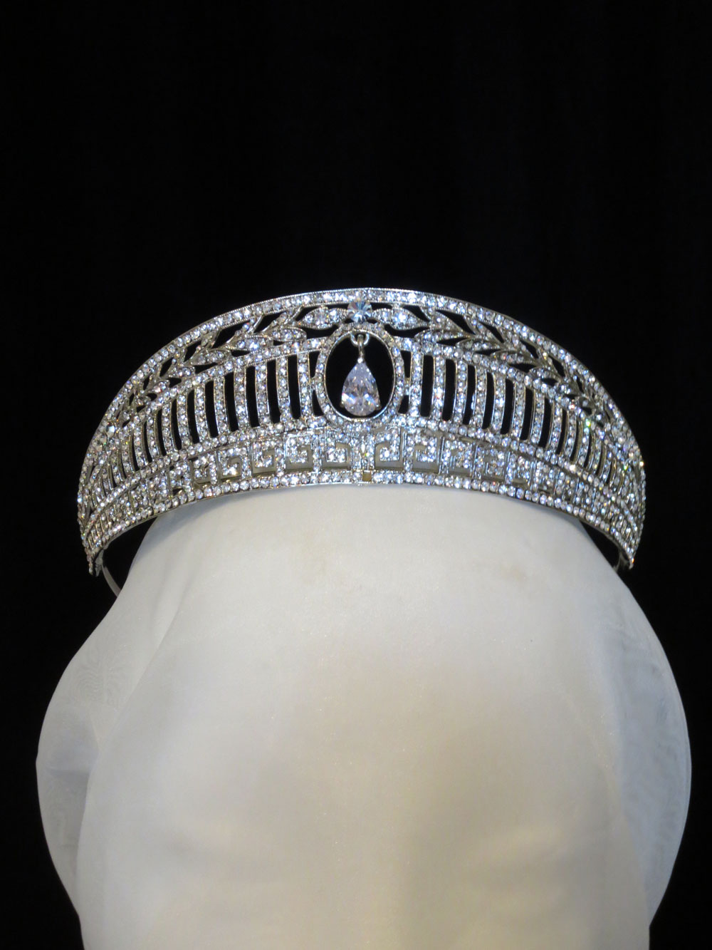 John-Zimmerman-Couture-Headpieces-and-Tiaras-Model-Shell-Gallery-Image-1