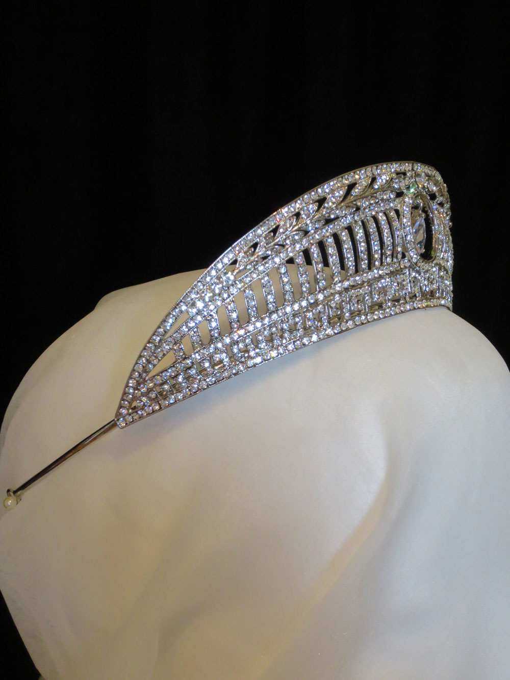 John-Zimmerman-Couture-Headpieces-and-Tiaras-Model-Shell-Gallery-Image-2