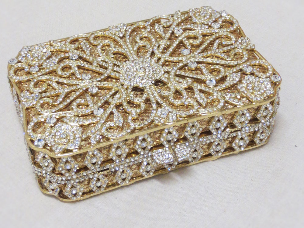 John-Zimmerman-Couture-New-Accessories-Bags-Model-Catwalk-Gallery-Image-3